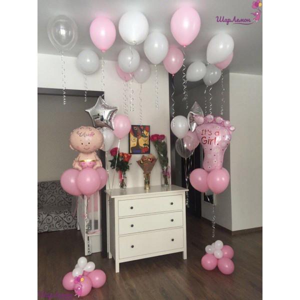 Композиция на выписку девочки в бело-розовых тонах
