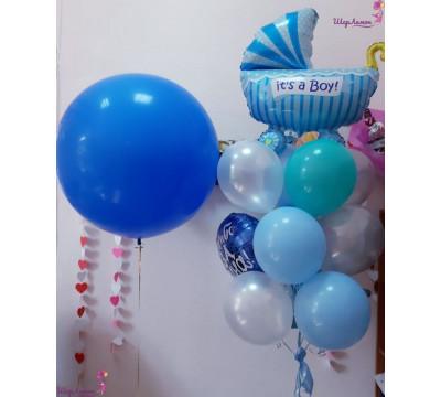 Композиция на выписку мальчика из роддома с шаром-гигантом