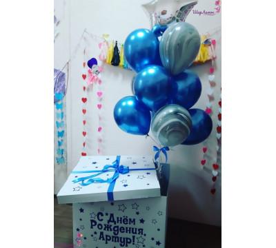 Коробка-сюрприз с сине-серым фонтаном из шаров