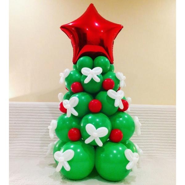 Красно-зеленая елка из воздушных шаров