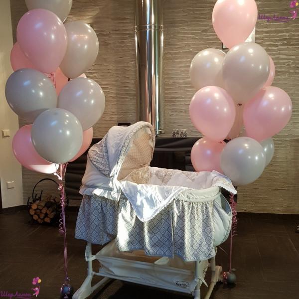 Нежные фонтаны из шаров на рождение малышки