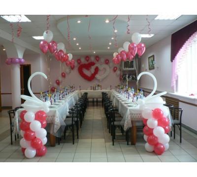 Оформление свадьбы в красно-белом цвете с сердцами