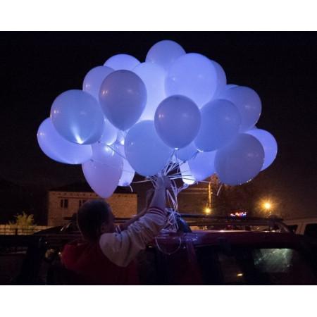 Связка белых светящихся шаров