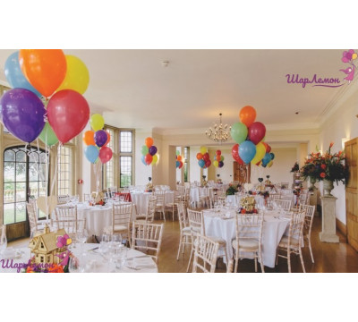 Яркие фонтаны из гелиевых шаров для украшения столов