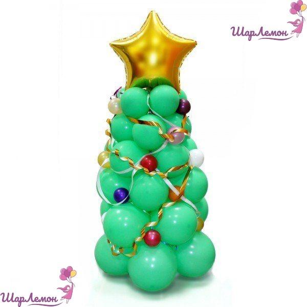 Зеленая елка из шаров с золотой звездой